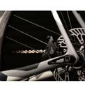 <p> Các trang bị nổi bật trên xe có thể kể đến như bộ vành Campagnolo Bora One kết hợp cùng lốp Vittoria Corsa Pro, cổ nối sườn và tay lái Deda Elementi, yên Fizik Aliante...</p>