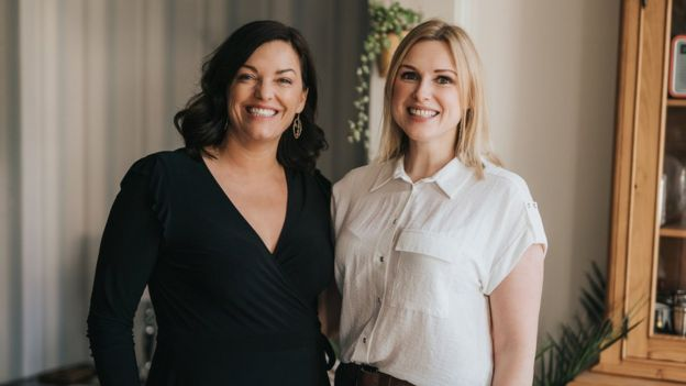Zoe Proctor và Laura Johnson đã nảy ra một ý tưởng kinh doanh khi họ cùng nhau dạo bộ trên bờ biển.