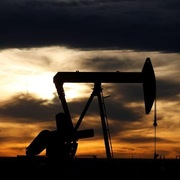 Lo ngại lực cầu, giá dầu tiếp tục suy giảm