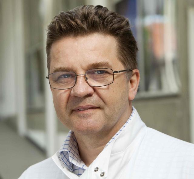 "Giáo sư Simon Cutting - CEO SporeGen (Anh), ""cha đẻ"" của dự án SPOR-COV."