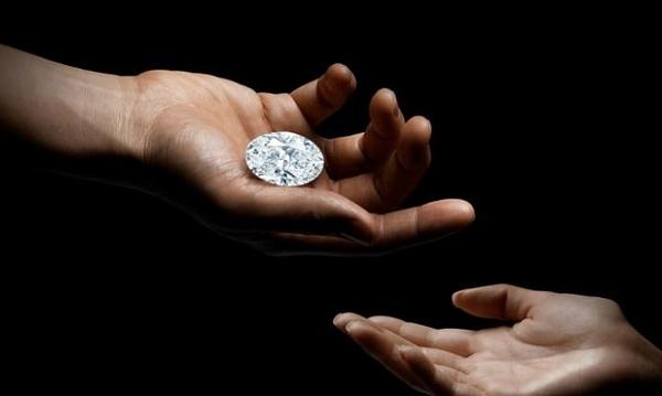Đấu giá viên kim cương 102 carat 'không tì vết' siêu hiếm trên thế giới