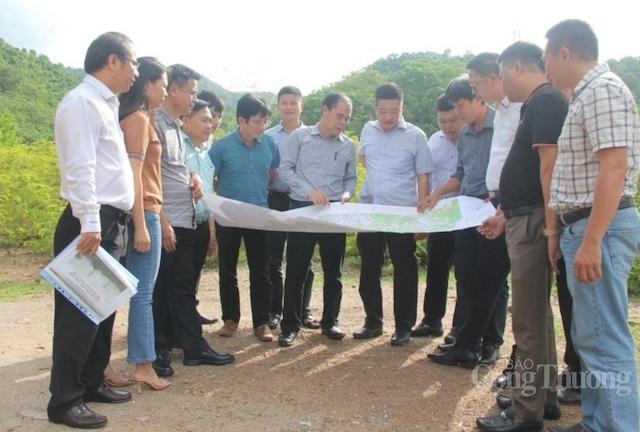 Đoàn công tác đi thực địa rà soát tiến độ các đường dây 220kV Nậm Mô (Lào) - Tương Dương (Nghệ An) tại điểm G16 (điểm dự kiến đấu nối tạm).