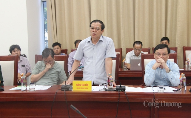 Ông Hoàng Văn Tám – Ủy viên Ủy ban nhân dân-Giám đốc Sở Công Thương tỉnh Nghệ An phát biểu tại buổi làm việc.