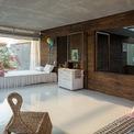"""<p> Phòng khách và 2 phòng ngủ đều được bố trí tại tầng 2. Trong ảnh, p<span style=""""color:rgb(0,0,0);"""">hòng ngủ cho trẻ được thiết kế với tầm nhìn hướng về khoảng sân vườn ở giữa nhà.</span></p>"""