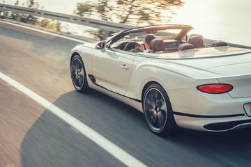 Bentley hé lộ lý do vì sao mỗi năm chỉ bán 10.000 xe