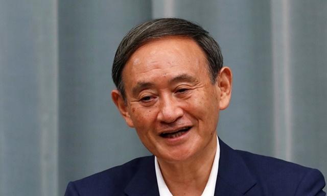 Chánh văn phòng Nội các Nhật Bản Yoshihide Suga phát biểu tại cuộc họp báo ở Tokyo hôm nay. Ảnh: Reuters.