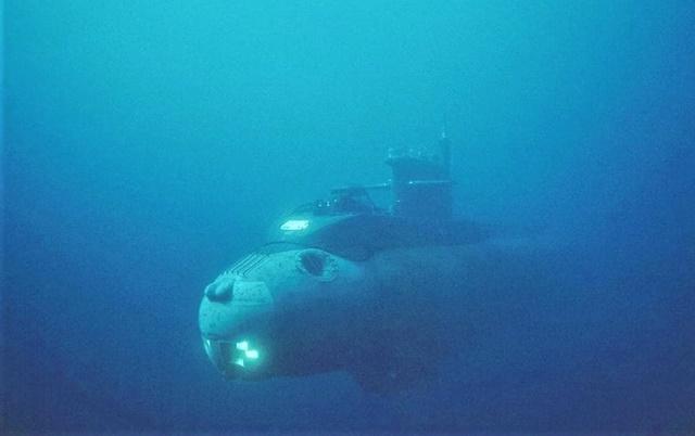Tàu ngầm do thám Losharik của Nga được cho là có khả năng khai thác cáp internet dưới đáy biển; Nguồn: telegraph.co.uk