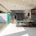 <p> Căn bếp ngập nắng, phù hợp với các buổi tụ tập đông người hoặc đơn giản là một không gian sinh hoạt gia đình ấm cúng: nơi bố mẹ cùng nhau nấu nướng, con cái đùa nghịch xung quanh.</p>