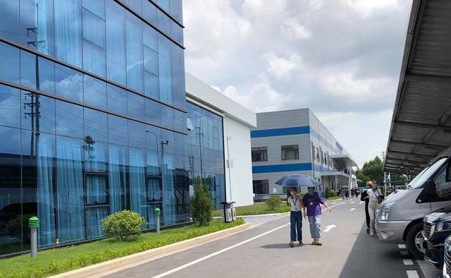 Công ty TNHH Luxshare – ICT (Vân Trung) - nơi vừa xảy ra vụ ngừng việc tập thể của hàng nghìn công nhân. Ảnh: Bảo Hân.