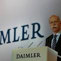 """<p class=""""Normal""""> <strong>Daimler dính án hối lộ quốc tế</strong></p> <p class=""""Normal""""> Năm 2010, hãng xe Đức bị cáo buộc hối lộ và tham nhũng. Theo tuyên bố của Ủy ban Chứng khoán và Giao dịch Mỹ, hãng này đã kiếm được ít nhất 56 triệu USD từ các hoạt động phi pháp trong hơn một thập kỷ.</p> <p class=""""Normal""""> Daimler đã thu lợi bất chính thông qua việc thực hiện giao dịch bất hợp pháp với các bộ trưởng Iraq, có liên quan đến Chương trình Dầu thực phẩm của LHQ. Để lấy lại danh tiếng, hãng mẹ của Mercedes-Benz đã đồng ý nộp phạt 185 triệu USD. Những nhân viên có liên quan đến án hối lộ cũng bị sa thải. (Ảnh: <em>Motor1</em>)</p>"""