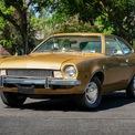 """<p class=""""Normal""""> <strong>Ford Pinto có thể phát nổ</strong></p> <p class=""""Normal""""> Pinto là nỗ lực của Ford trong việc đi theo xu hướng xe nhỏ gọn vào năm 1971. Mẫu xe này đạt được thành tích bán hàng ấn tượng trong năm đầu tiên ra mắt. Nhưng mẫu xe này dần """"tuyệt chủng"""" trên đường phố không lâu sau đó.</p> <p class=""""Normal""""> Trong một vụ va chạm phía sau, cổ bình xăng của Ford Pinto vỡ ra, giải phóng nhiên liệu vào bên trong cabin. Vấn đề này gây ra nguy cơ phát nổ cao. Có 900 báo cáo về trường hợp tử vong hoặc bỏng liên quan đến lỗi này. Sự việc được một tạp chí phanh phui, trở thành một trong những vụ bê bối lớn nhất trong lịch sử ngành ôtô. (Ảnh: <em>Hagerty</em>)</p>"""