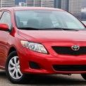 """<p class=""""Normal""""> <strong>Xe Toyota tăng tốc ngoài ý muốn</strong></p> <p class=""""Normal""""> Toyota luôn nổi tiếng với những mẫu xe bền bỉ, an toàn cho đến những năm 2000, khi các vụ tai nạn do xe tự động tăng tốc đột ngột được báo cáo ở Mỹ. Ban đầu, Toyota tuyên bố vấn đề này do thảm sàn đẩy chân ga và triệu hồi 5,5 triệu xe để khắc phục. Sau đó, hãng công bố nguyên nhân thứ 2 là do bàn đạp ga bị kẹt, cần phải triệu hồi thêm nhiều xe nữa.</p> <p class=""""Normal""""> Điều này đã làm tổn hại đến danh tiếng của hãng xe Nhật Bản, hãng phản ứng quá chậm với vấn đề này. Toyota phải chịu trách nhiệm do sự phản hồi chậm trễ, gây nguy hiểm đến tính mạng người dùng, hãng bị phạt 1,2 tỷ USD.</p> <p class=""""Normal""""> Túi khí Takata là một trong những thảm họa lớn nhất của ngành công nghiệp ôtô, gây nguy hiểm cho tính mạng người dùng và dẫn đến hỏng hóc của nhiều mẫu xe, đặc biệt là Honda - đối tác lớn nhất của Takata. Hơn 30 triệu xe đã phải thay túi khí tại Mỹ.<span>(</span><span style=""""color:rgb(34,34,34);"""">Ảnh: <em>Motor1</em>)</span></p>"""