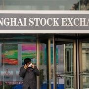Doanh số bán lẻ Trung Quốc lần đầu tăng trong năm nay, chứng khoán châu Á đi lên