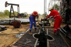 Lo ngại cung tăng cầu giảm, giá dầu đi xuống