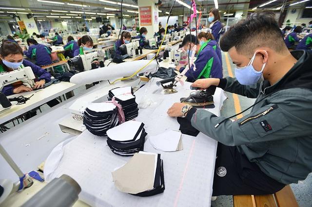 Nhiều doanh nghiệp may trong nước bị vạ lây khi đối tác Mỹ phá sản.