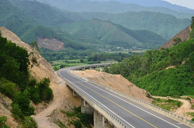 Dự án đường Hồ Chí Minh đoạn La Sơn - Túy Loan còn vướng mắc về giải phóng mặt bằng - Ảnh: Quang Luật