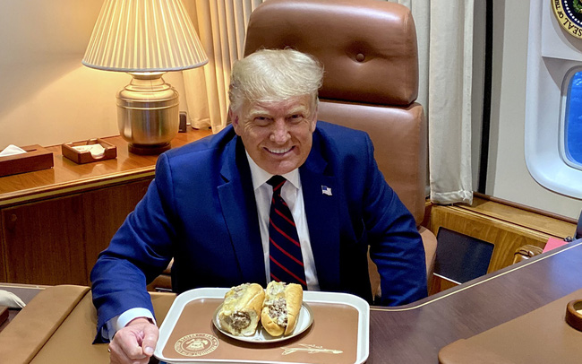 Tổng thống Trump và ổ bánh mỳ nửa triệu 'like'