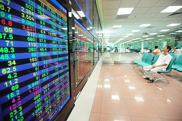 """Cổ phiếu họ """"Vin"""" gây áp lực lớn, VN-Index giảm điểm trở lại"""