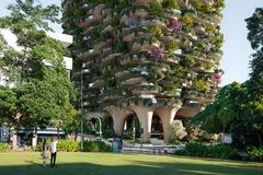 'Khu rừng thẳng đứng' bao trọn 382 căn hộ với 21.000 cây xanh