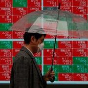 Fed tính giữ lãi suất thấp nhiều năm, chứng khoán châu Á giảm