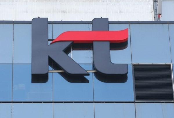 Công ty KT Hàn Quốc phát triển robot phục vụ trẻ em và người già