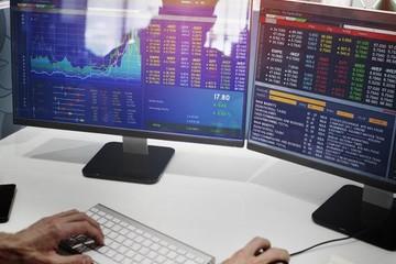 Khối ngoại bán ròng trở lại 1.235 tỷ đồng trong tuần 14-18/9, tâm điểm cổ phiếu họ 'Vin'