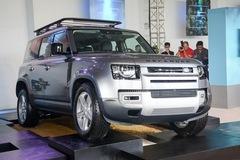 Land Rover Defender giá từ 3,855 tỷ đồng, 'tuyên chiến' Mercedes G-Class