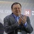 <p> <strong>10. Mikhail Fridman (Tài sản: 13,6 tỷ USD)</strong>: Fridman đồng sáng lập ngân hàng Alfa vào năm 1991, sau đó phát triển thành Tập đoàn Alfra - một trong những tập đoàn đầu tư tư nhân lớn nhất tại Nga. Tập đoàn này đầu tư vào nhiều lĩnh vực từ dầu mỏ cho tới viễn thông. So với năm 2019, tài sản của tỷ phú 56 tuổi giảm 292 triệu USD. Ảnh: <em>Reuters.</em></p>