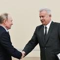 <p> <strong>6. Vagit Alekpero (Tài sản: 16,1 tỷ USD)</strong>: Tỷ phú 70 tuổi, từng là công nhân giàn khoan dầu, là CEO của hãng dầu mỏ Lukoil, có trụ sở tại Moscow. Theo <em>Bloomberg</em>, công ty này có hơn 100.000 nhân viên và đạt doanh thu 114 tỷ USD năm 2019. Năm 1990-1991, ông là Thứ trưởng Bộ công nghiệp dầu khí của Liên Xô. Tuy nhiên, năm qua là năm tồi tệ với Alekpero khi tài sản của ông giảm tới 6,19 tỷ USD. Ảnh: <em>Getty Images.</em></p>