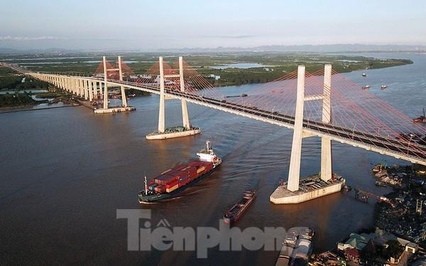 Ngắm cây cầu được ví là đòn bẩy phát triển kinh tế Quảng Ninh