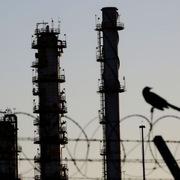 Các hãng lọc dầu chật vật trong đại dịch
