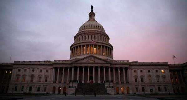 Chính phủ Mỹ 'vượt ải' Hạ viện để tránh nguy cơ bị đóng cửa
