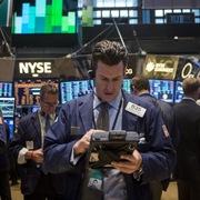 Phố Wall tăng điểm sau phiên biến động mạnh nhờ cổ phiếu công nghệ