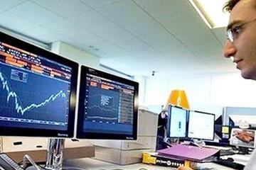 Khối ngoại tiếp tục bán ròng 134 tỷ đồng, tập trung gom CCQ ETF nội