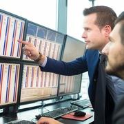 Khối ngoại mua ròng trở lại 23 tỷ đồng trong tuần 21-25/9, gom mạnh VCB, PLX và VRE