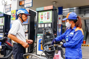 Giảm giá dầu và xăng E5 RON92