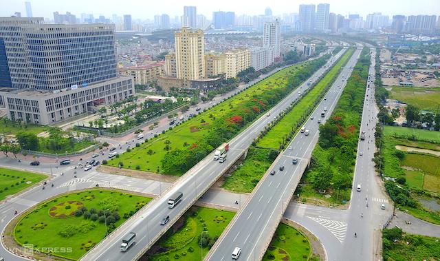 Tuyến số 5 dự kiến đi phần lớn ở dải phân cách giữa đại lộ Thăng Long. Ảnh: Bá Đô.