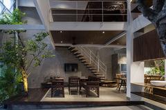 Ngôi nhà được thiết kế theo phong cách của chủ nhân: Ngoài lạnh lùng, trong ấm áp