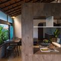 <p> Căn hộ được hoàn thiện bởi nội thất gỗ, mang đến cảm giác ấm cúng.</p>