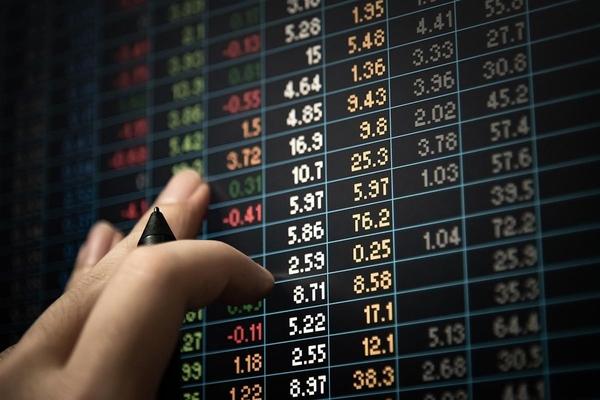 Nhóm ngân hàng và chứng khoán đồng loạt tăng, cổ phiếu thép 'nổi sóng'