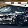 <p> RM20e là kết quả của sự hợp tác giữa Hyundai và Rimac Automobili - hãng chuyên sản xuất siêu xe điện. Chỉ với một động cơ điện đặt ở trục sau, RM20e có công suất lên đến 810 mã lực, mô-men xoắn 960 Nm. Với hệ truyền động cầu sau, siêu xe điện có thể tăng tốc 0-100 km/h trong dưới 3 giây, 0-200 km/h trong 9,88 giây và tốc độ tối đa hơn 250 km/h.</p>