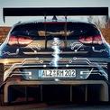 <p> RM20e có hệ thống treo MacPherson ở phía trước và tay đòn kép ở phía sau. Hệ thống phanh gồm kẹp phanh 6 piston ở bánh trước và 4 piston ở bánh sau, đi kèm hệ thống chống bó cứng phanh Bosch M5 Motorsport ABS.</p>