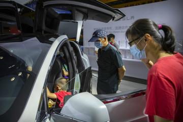Người Trung Quốc đổ xô sắm xe hơi, trang sức