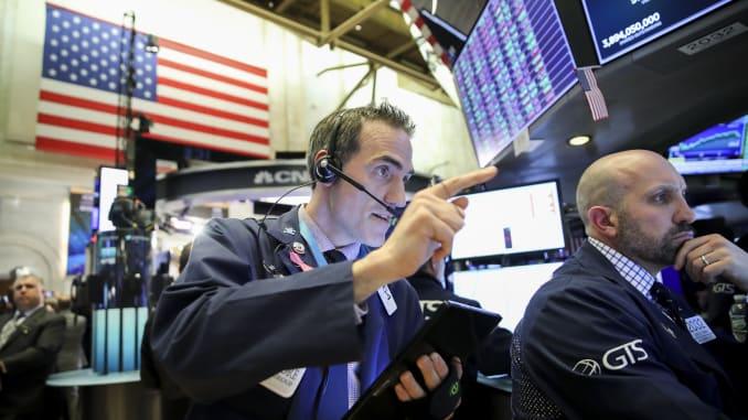 Nhà đầu tư tranh thủ bắt đáy, Phố Wall tăng điểm