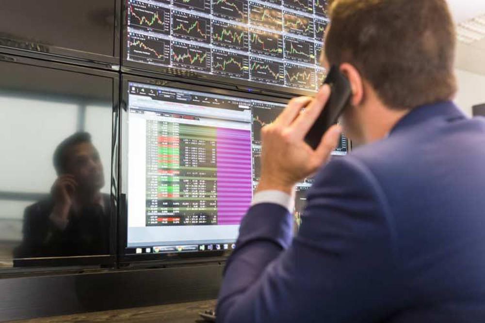 Khối ngoại bán ròng 617 tỷ đồng, tập trung mạnh cổ phiếu bluechip
