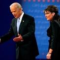 """<p class=""""Normal""""> <strong>Năm 2008</strong></p> <p class=""""Normal""""> Sarah Palin, liên danh tranh cử của ứng viên Cộng hòa John McCain, và Joe Biden, liên danh tranh cử của ứng viên Dân chủ Barack Obama, trao đổi về kinh tế Mỹ và Iraq một cách sôi nổi nhưng lịch sự trong phiên tranh luận của ứng viên phó tổng thống.</p> <p class=""""Normal""""> Biden và Palin đều tuyên bố khiến chính sách kinh tế Mỹ thân thiện hơn cho tầng lớp lao động trung lưu. Tuy nhiên, Biden nói McCain từng mô tả các yếu tố cơ bản của nền kinh tế là mạnh mẽ trong khi khủng hoảng tài chính nổ ra. Cặp Obama – Biden thắng cử.</p>"""