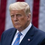 Trump ám chỉ tranh luận tổng thống như 'đấu tay ba'