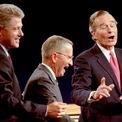 """<p class=""""Normal""""> <strong>Năm 1992</strong></p> <p class=""""Normal""""> Ba ứng viên Bush, Bill Clinton của đảng Dân chủ và ứng viên độc lập Ross Perot cùng tham gia tranh luận. Clinton sau đó trở thành ông chủ Nhà Trắng.</p>"""