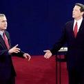 """<p class=""""Normal""""> <strong>Năm 2000</strong></p> <p class=""""Normal""""> Trong cuộc tranh luận đầu tiên với đại diện đảng Cộng hòa George W. Bush, ứng viên đảng Dân chủ - phó tổng thống Al Gore – phải đón nhận những đánh giá tiêu cực vì thở dài quá lớn khi đối thủ nói.</p> <p class=""""Normal""""> """"Chúng ta đều phạm sai lầm. Tôi từng đọc chệch một hoặc hai từ"""", Bush nói trong phiên tranh luận thứ hai, cố tình phát âm sai từ """"syllabe"""" (đọc chệch). Bush thắng cử.</p>"""