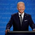 <p> Khi Trump nói, Biden thường lắc đầu, đôi khi mỉm cười hoặc bật cười. Ông thỉnh thoảng ngừng nói và giữ im lặng với vẻ khó chịu.</p>